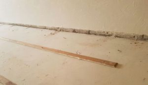 oude plint en vloer eruit