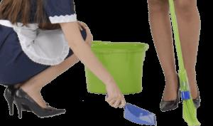 Twee kamermeisjes die de vloer schoonmaken